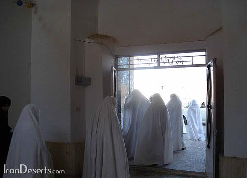 پوشش چادر سفید – ورزنه