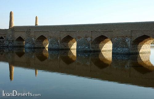 پل باستانی – ورزنه