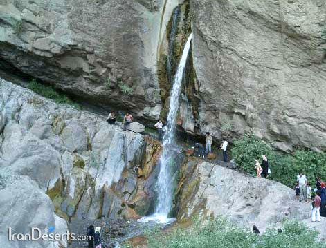 آبشار هزار در ۱۴ کیلومتری غرب راین