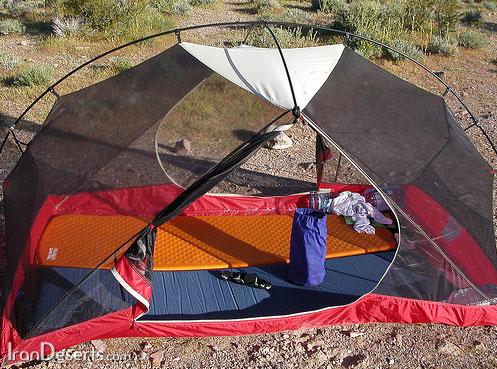 چادر مجهز به پشه بند