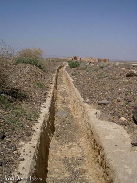مسیر آب چشمه به قصر