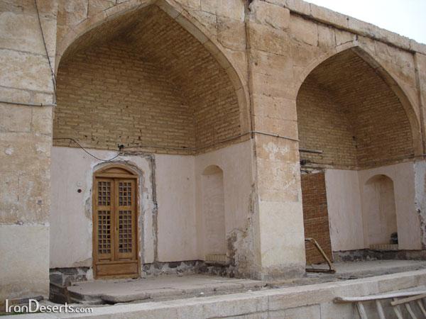 نمای درونی کاروانسرای قصر بهرام