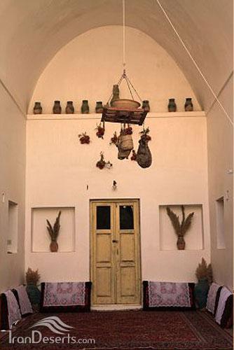 ایوان جنوبی خانه اقامتگاه طباطبایی جندق، عکس از پیمان خلف بیگی