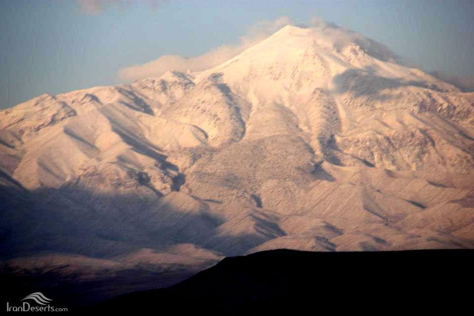 کوه بزمان (کوه زنده یا کوه سفید) عکس از آقای عظیم اسماعیلی کیا