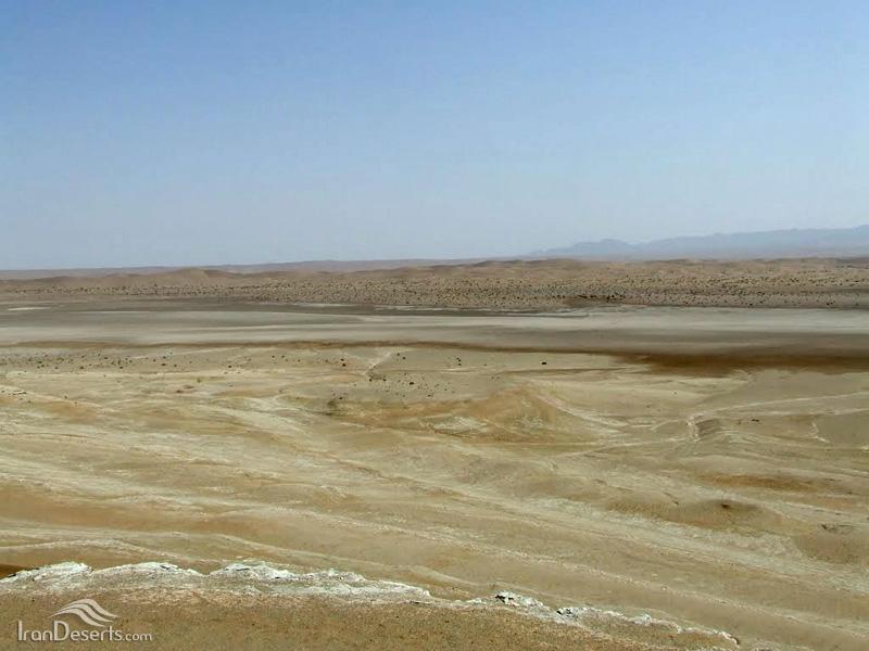 دریاچه نمک سلکنون از فراز تخت عباسی
