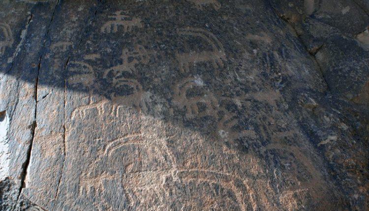 سنگ نگاره های کوه ارنان، مهریز
