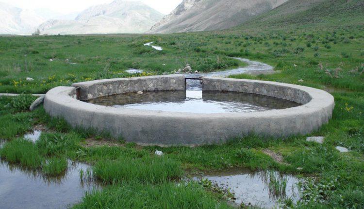 ملک چشمه، دشت لار