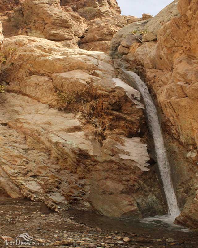 آبشار ده بکری، بم