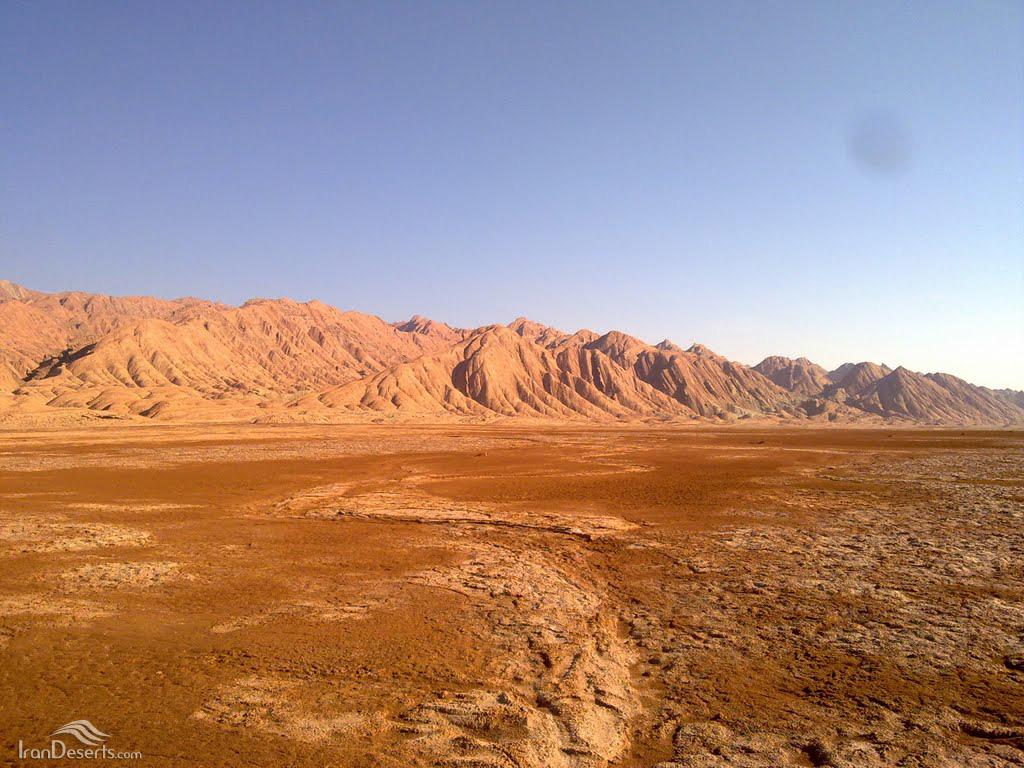 کوه گوگرد و زمینهای رسی مرطوب، تصویر از محسن ضیا