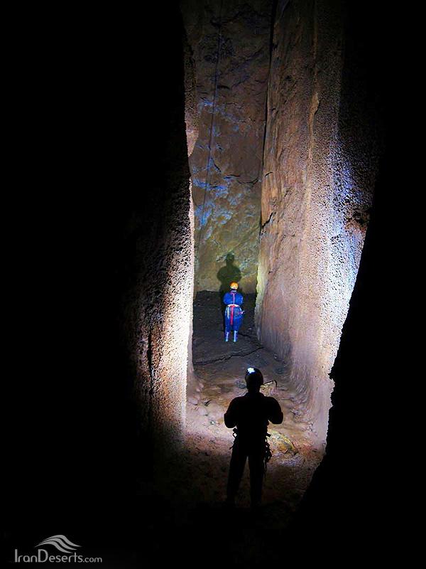 غار گرز رستم، شهرکرد